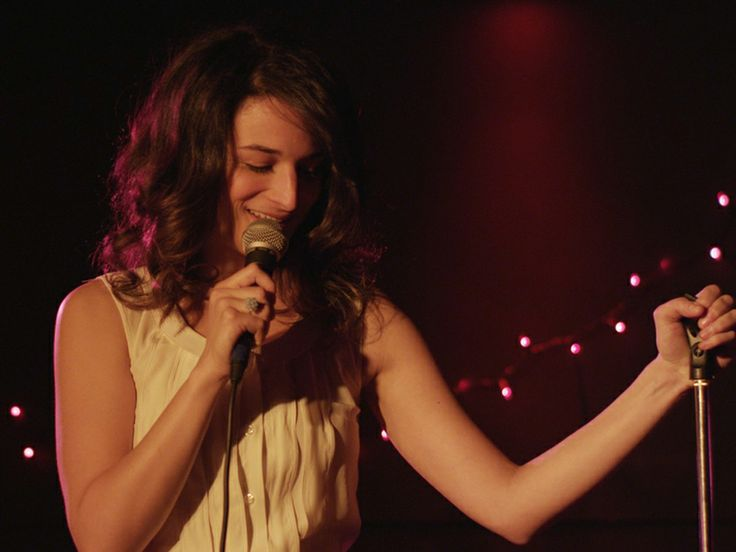 We talk to Jenny Slate about Obvious Child, twitter, and cracking up.
