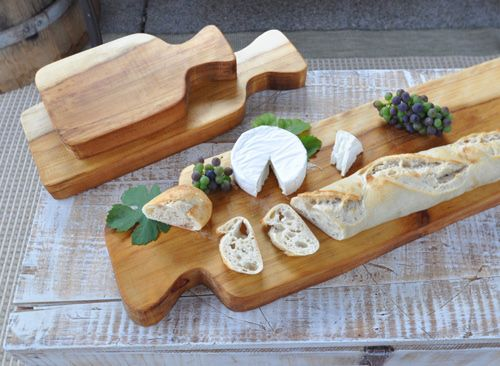 diy cutting board. i love the idea of making a cutting board then giving it to someone with a cookbook, tied together with a lovely bow as a gift.