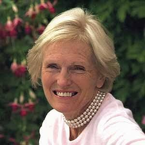 Mary Berry knows a thing or two about making everyday cooking something special. Here we've listed our top 10 midweek dinner recipes from a collection of Mary's cookbooks.