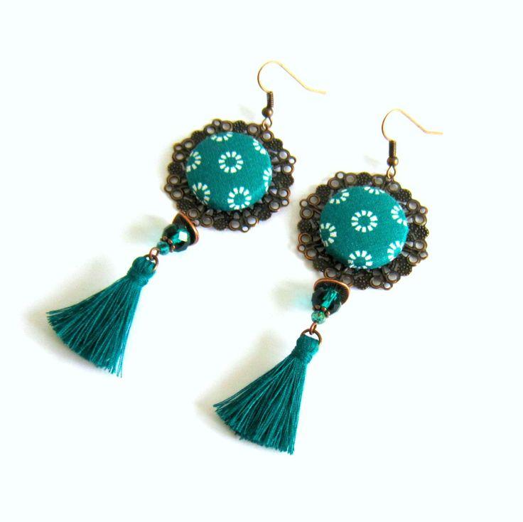 Boucles d'oreilles cuivre et vert émeraude, bohème chic, cabochon coton, pompon fait main : Boucles d'oreille par color-life-bijoux