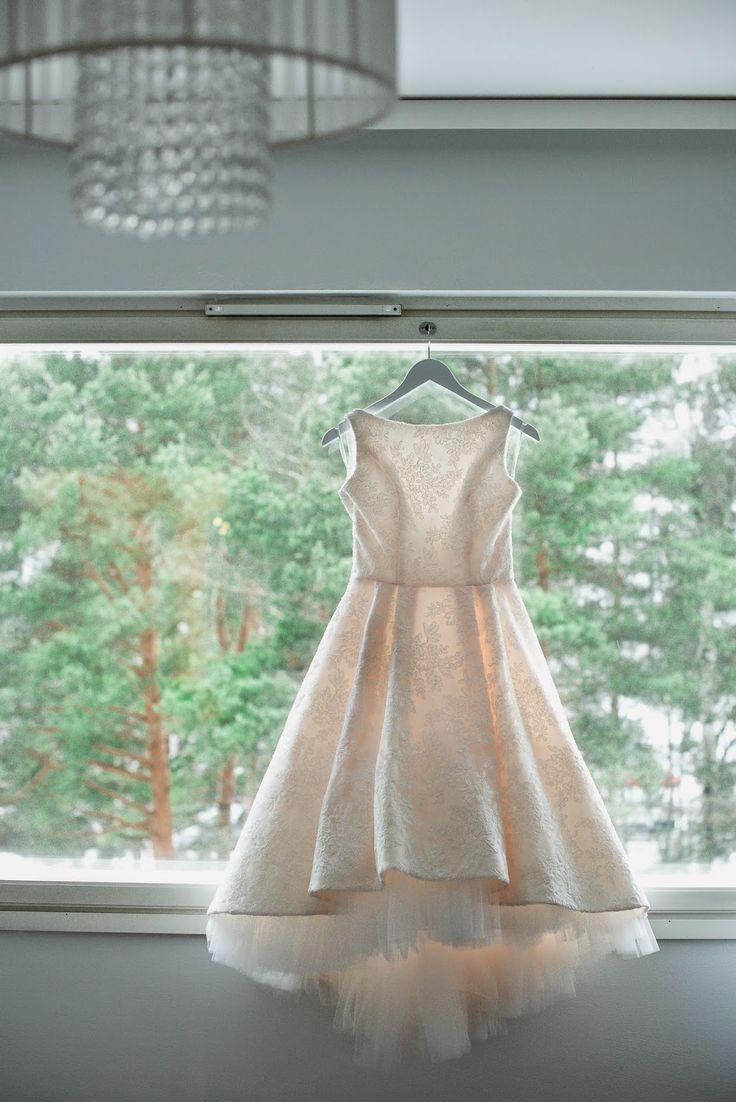 Dress: Ella by Heidi Tuisku/Atelje Tuhkimotarina photo: DMK Photography