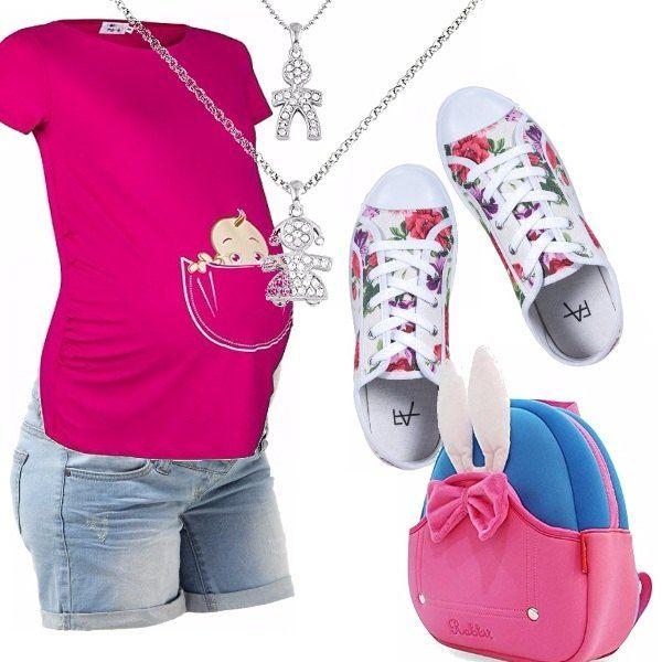 Simpatico outfit pensato per una giovane mamma in attesa! Short in jeans, t-shirt con stampa spiritosa, zainetto azzurro e rosa, sneakers bianco in fantasia floreale, catenina con ciondolo, bambino-bambina con brillantini.