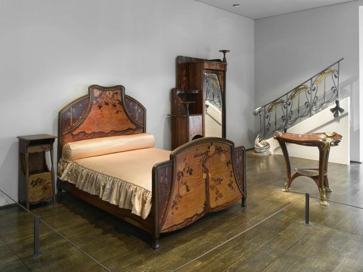126 best antique bedroom sets images on pinterest for Chambre a coucher 1940