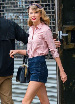 Taylor Swift Crashes Young Fan's Photo Shoot While Jogging (In Full Makeup)