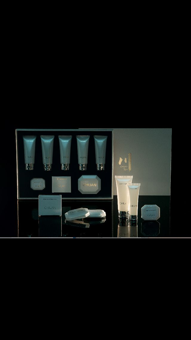 LANGHAM HOTELS amenities featuring LAURA TONATTO 'chuan' Exclusive Fragrance for LANGHAM powered by LA BOTTEGA  Olfactory Brand Identity   Photo credit LA BOTTEGA    www.tonatto.com  www.labottega.com  www.langham.com