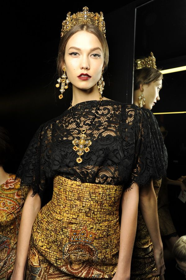 Backstage-at-the-Dolce-Gabbana-2014-Fall-Winter-Womenswear-Collection-Show-Makeup-Tips_45