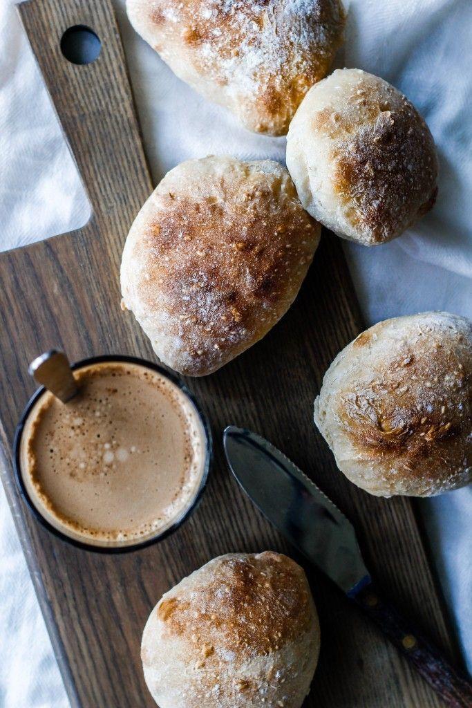 Sourdough bread (surdejsboller med sej krumme) | louiogbearnaisen.dk