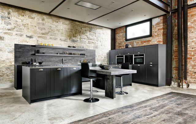 Réalisée dans un esprit vintage, cette cuisine ouverte reste contemporaine !