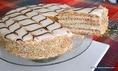 Tort Esterhazy reteta originala. Tortul Esterhazy (Eszterházy) cu foi de bezea cu nuca, crema de vanilie cu unt si nuca decorat cu glazura alba din fondant