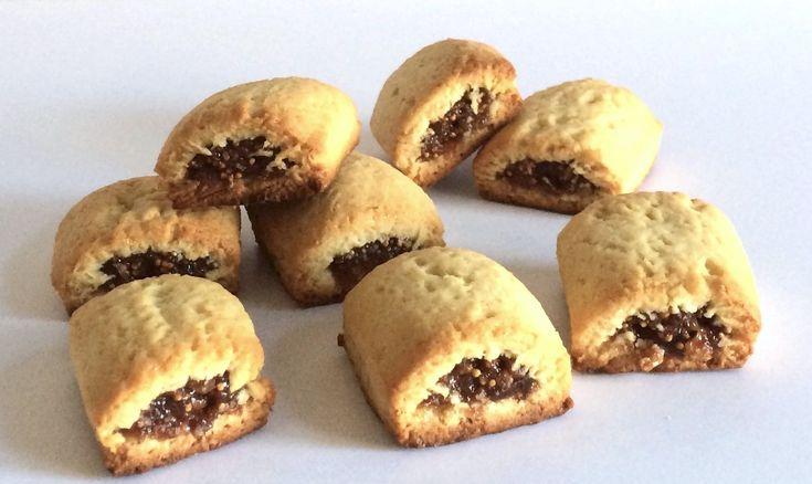 biscotti ai fichi, un guscio di croccante frolla all'olio con un ripieno di fichi, marmellata di arancia e cannella. Una ricetta di Le Torte di Simona