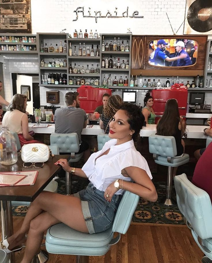 S T U N N I N G! Adrienne Houghton at The FlipSide Resturant in Nashville ❤ .