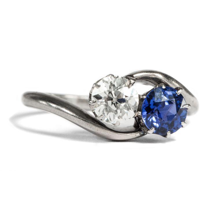 Night and Day - Antiker Saphir & Diamant Ring in Weißgold, um 1920 von Hofer Antikschmuck aus Berlin // #hoferantikschmuck #antik #schmuck #Ringe #antique #jewellery #jewelry // www.hofer-antikschmuck.de