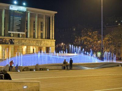 Na placu Dąbrowskiego znów zielono!