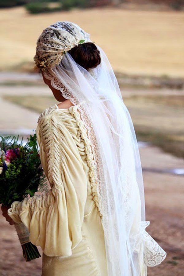 Boda ¿con o sin velo? Descubre las tendencias para ser la novia mas chic. #boda #velosdenovia #bride #bridalgown #weddingdress #trajedenovia #vestidodenovia #wedding #elrincondemoda#erdm