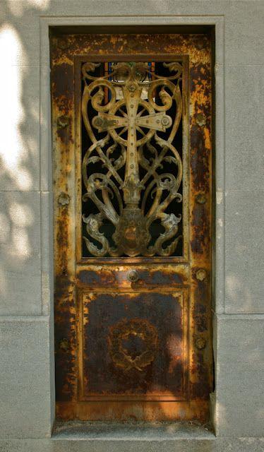 Rusty Paris door.: Doorway, Rustic Doors, French Doors, Paris Doors, Beautiful Doors, Rusty Doors, Old Doors, Gates, September 2010