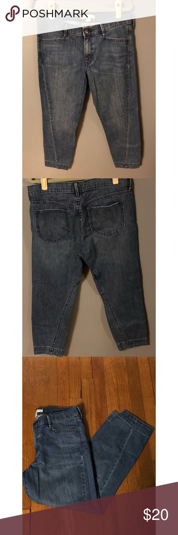 Old Nav Ankle Jeans Ankle jeans. Super cuter. Preloved and in great condition!! Inseam approx 27 inches Old Navy Jeans Ankle & Cropped