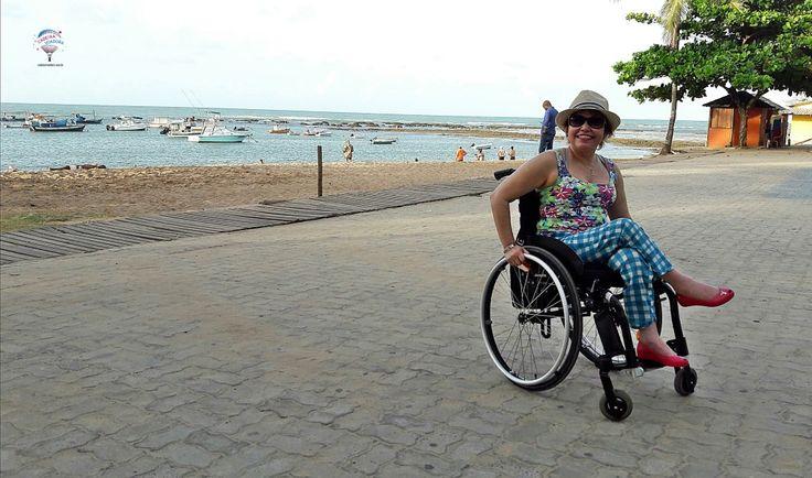 A Vila da Praia do Forte precisa estar na lista de passeios de quem vai a Salvador ou aos resorts da região. E a boa notícia: é bastante acessível para cadeirantes.