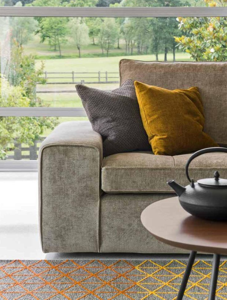 LOUNGE sofa by Calligaris is perfectly adaptable to modern and classic furnishing styles. Find it on livingin.sk