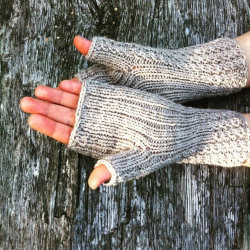 Now, perhaps because of the Fall, something different: fingerless gloves, see delicate grey colour that fits well to the wood :-) Soon available at Etsy/shop/LazySweater our another project, all about knitting #fingerlessgloves #gloves