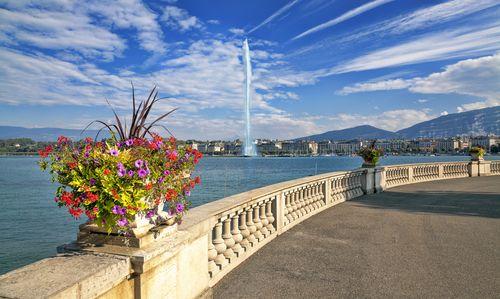 """O lindo Jet d""""Eau em Genebra (Geneva).  Leia mais sobre essa linda cidade suíça lá no blog!"""