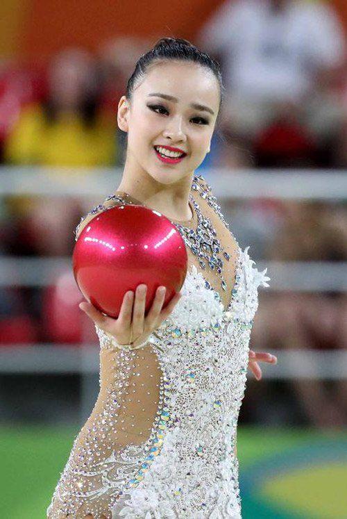 Son Yeon Jae. Amazingly beautiful Korean gymnast.