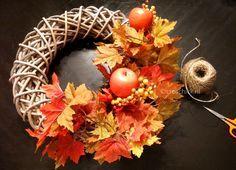 Diy herfst krans. Maak je eigen krans voor bij de voordeur.