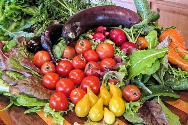 La dieta mediterránea tiene en su base la vid, el trigo y el olivo http://ow.ly/RAM5D