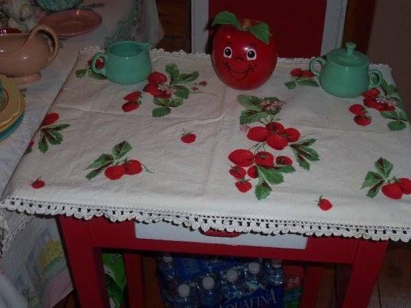 Vintage Wilendur Strawberries Runner Strawberry Red Tag Crocheted All  Around 50s. Strawberry RunnersTableclothsStrawberriesLinens