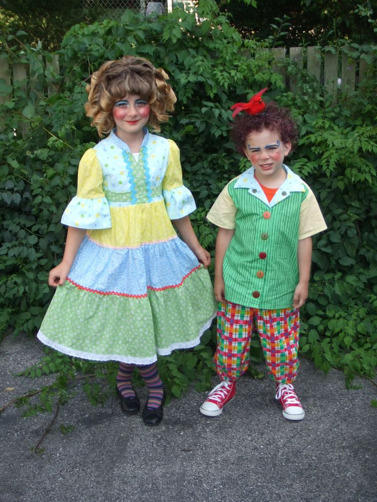 Make Wizard Oz Munchkins Costumes | munchkins two munchkin actors from the stage show