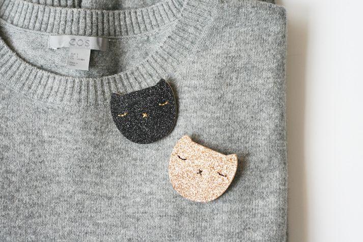 Me want! Cats+glitter brooch!