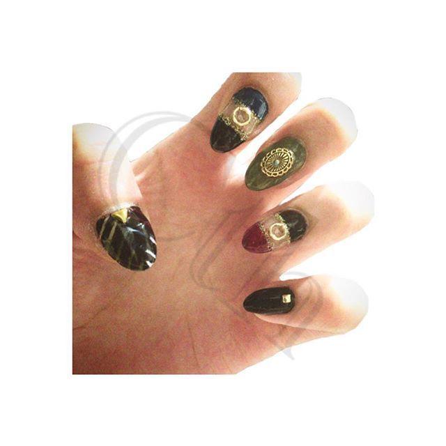 #マニキュア  #セルフネイル #ネイル  #ネイルデザイン  #selfnail  #nail #naildesign #nailstagram  ブラック×レッド&ブラック×グリーン×ブルー&ブラック×4色&ホワイト