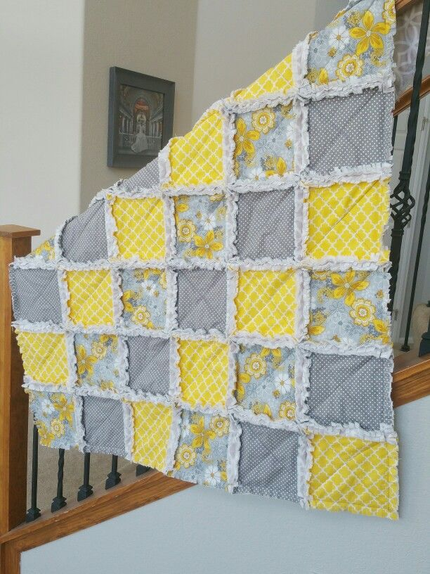 Gray and yellow rag quilt
