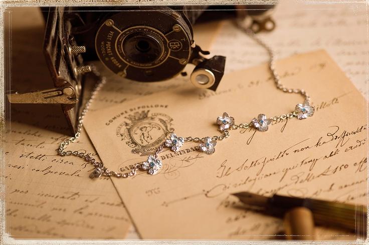 """Collana con 6 fiori naturali """"Non ti scordar di me"""" in argento tit. 925/1000 rodiato bianco con topazio Round Star azzurro mm. 1,90 SWAROVSKI GEMSTONES."""