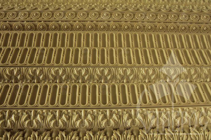 Декоративные погонажные изделия из литьевого полиуретана. #декор #дизайн #молдинги #карнизы #архитектура #декорирование Decorative mouldings are made of polyurethane. #decor #design #decoration #architecture #plastic