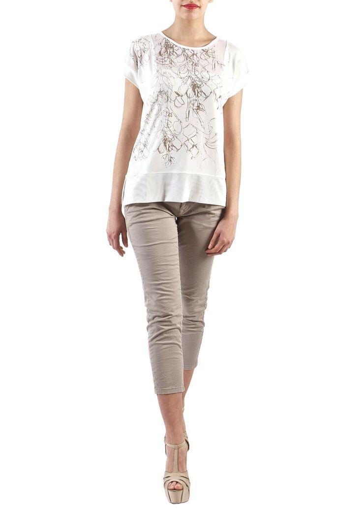 T-shirt bianca con strass e retina trasparente ai lati! Con pantaloni a sigaretta e tacchi alti, un OUTFIT #glamour !!! #fashion #madeinitaly #moda #shopping