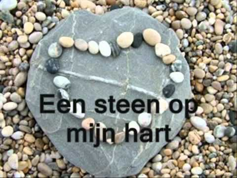 De steen is weg - YouTube