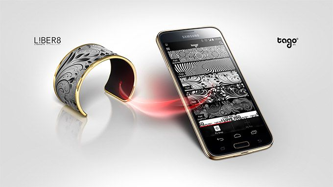 Tago Arc an eink bracelet that can change