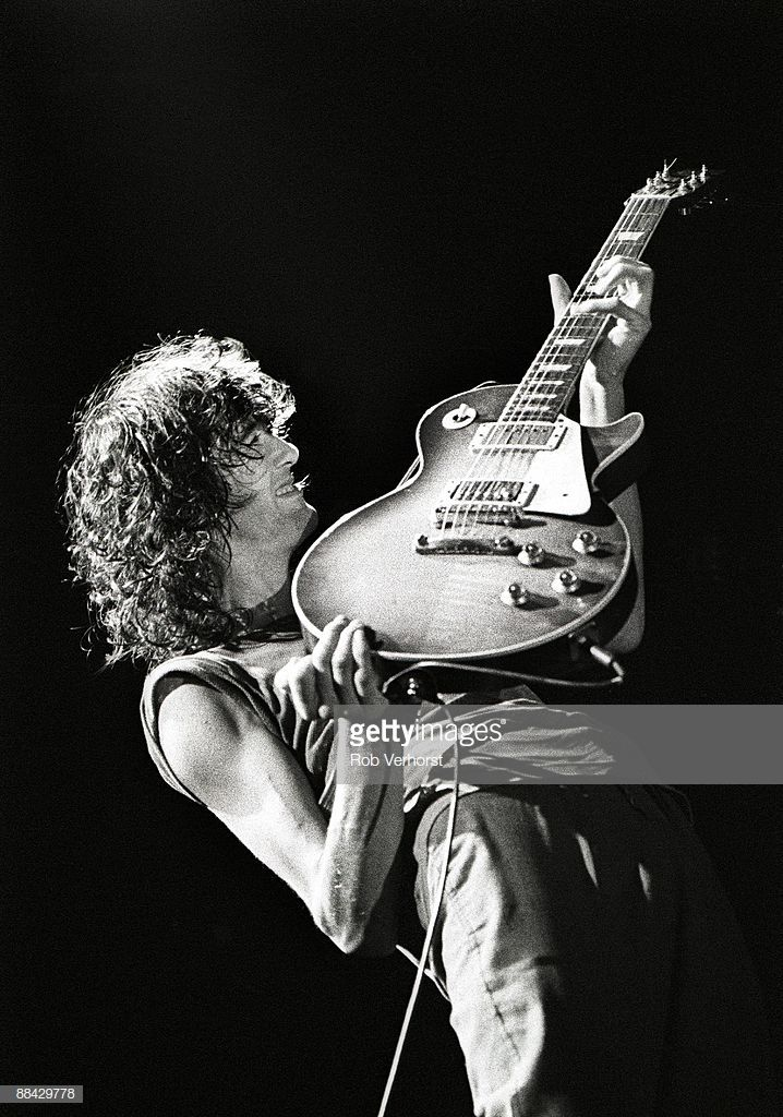 Led Zeppelin 14 English Rock Band Poster Music Plant Guitar On Stage Black White