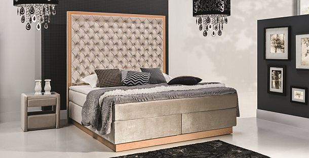 W ofercie New Elegance można znaleźć propozycje minimalistyczne, przeznaczone do nowoczesnych wnętrz oraz zestawy pełne szyku, gracji i elegancji, pięknie komponujące się z wnętrzami w stylu glamour.