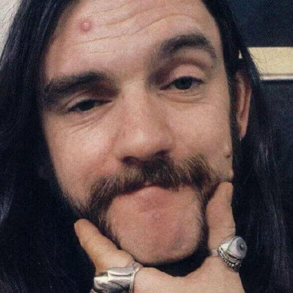 Lemmy Kilmister du groupe Motörhead est décédé----------------Le membre fondateur du groupe Motörhead a succombé à un cancer des plus agressiff