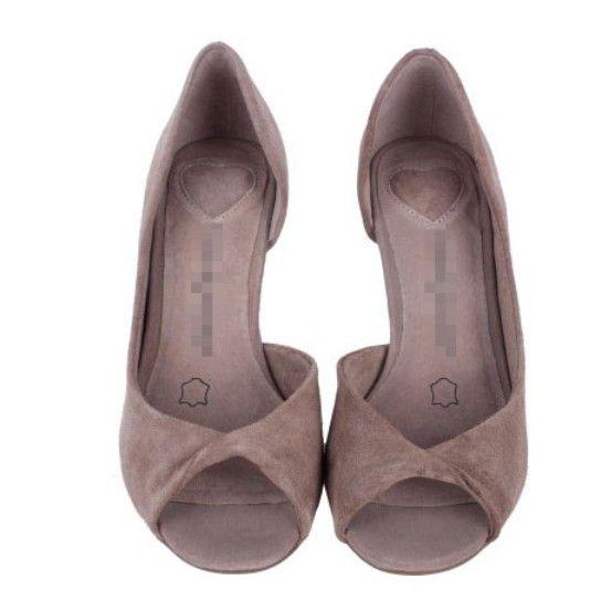 Сексуальные женские ножки на каблуках