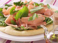 「生ハムとルッコラのピザ」の料理レシピ/完成イメージ