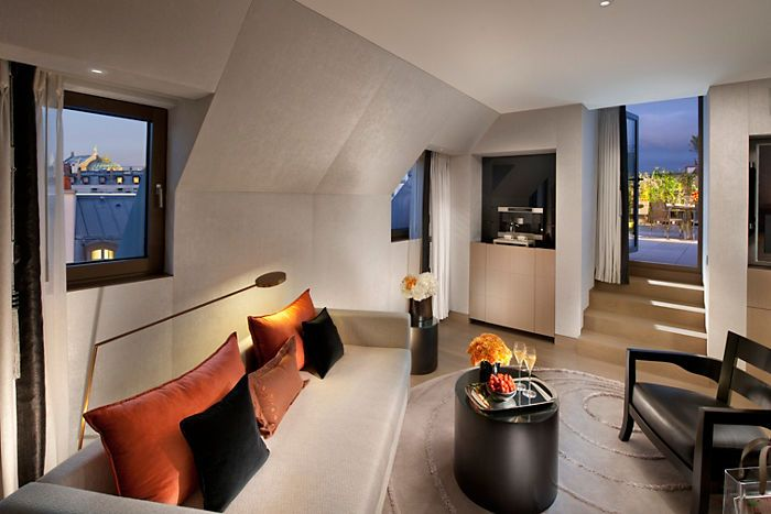 A suite in the Mandarin Oriental Hotel in Paris. Looks so relaxing!