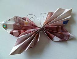 Geld kado geven op een leuke manier. Originele manieren om geld als kado te geven op een leuke manier gevouwen, verpakt, geplakt, gerold, geknutseld enz.