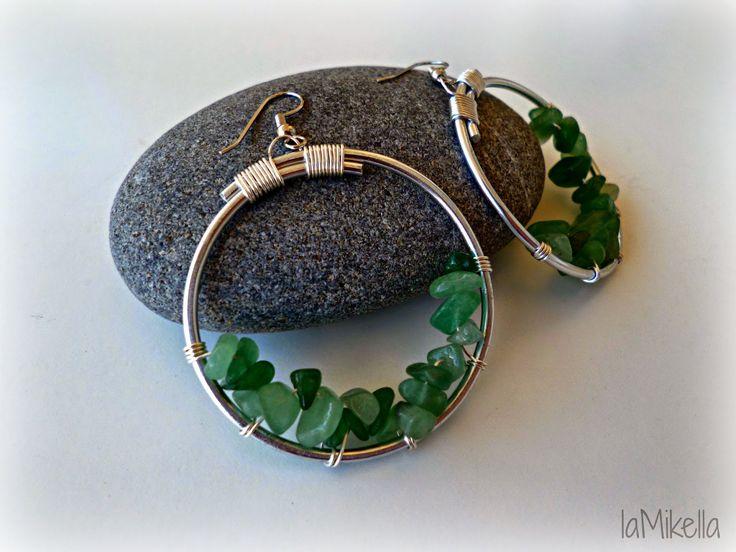 ORECCHINI...GREEN! Cerchi di alluminio impreziositi con chips verdi - tecnica wire handmade.