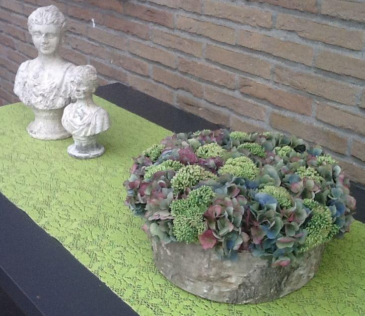 Afbeeldingsresultaat voor bloemstukken met hortensia