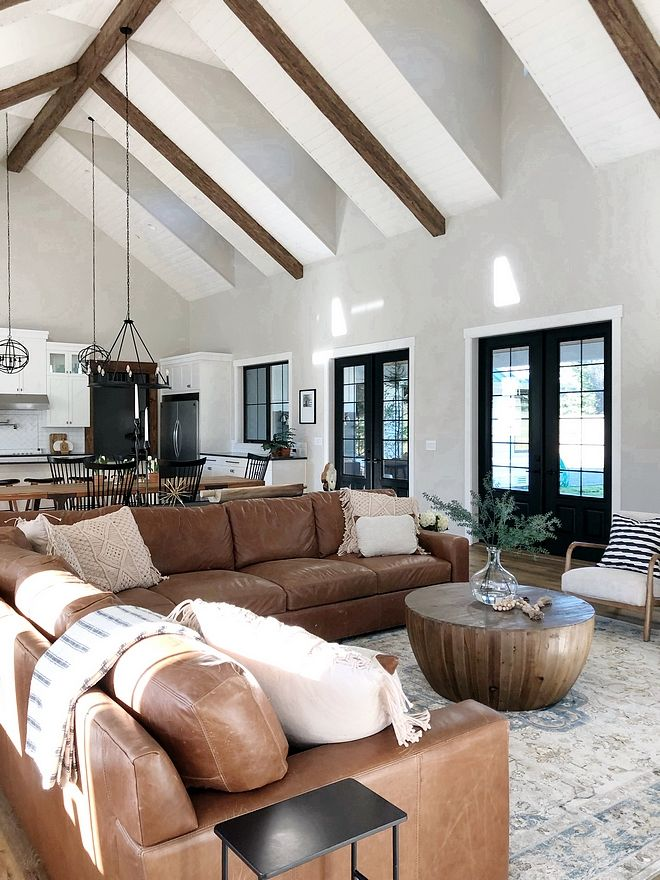 Leather Sectional Leather Sofa Is Back Warmth And Textures Are Perfectly Combined In This Space The Le Farm House Living Room Modern Farmhouse Living Room Home