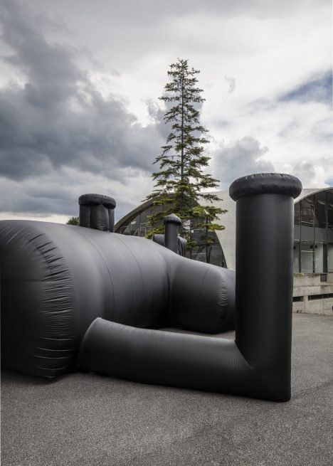 shelter-architecture-black-inflatable-installation-pvc-bureau-a_dezeen_2364_col_6