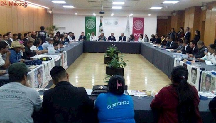 Se reúnen padres de los 43 de Ayotzinapa con PGR y Segob