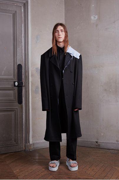 How Virgil Abloh managed to bridge the #Runway / #Streetwear gap http://www.cefashion.net/how-virgil-abloh-managed-to-bridge-the-runway-streetwear-gap #fashion #fbloggers #swag #kanye